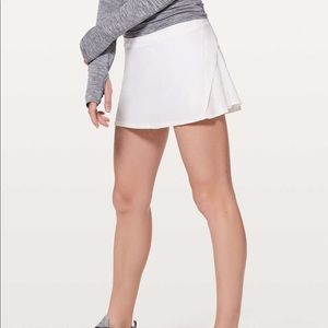 Lululemon play off the pleats white skirt size 6